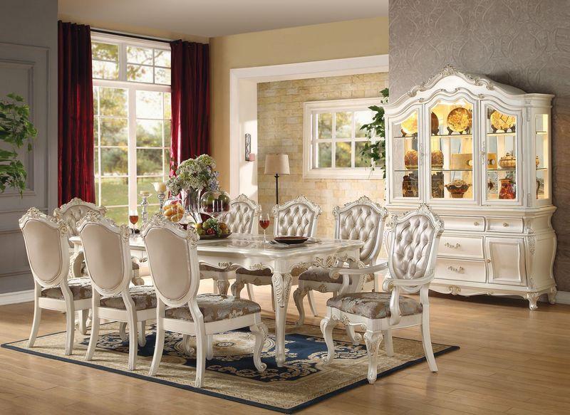 Bộ bàn ăn theo phong cách cổ điển phương Tây