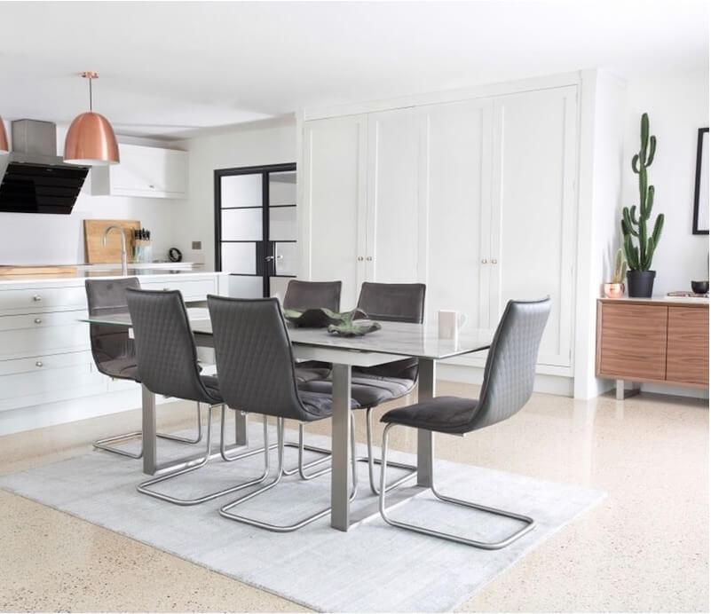 Bộ bàn ăn thiết kế đơn giản, hiện đại