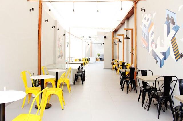 Ghế Tolix đang được nhiều quán cafe lựa chọn để bày trí không gian