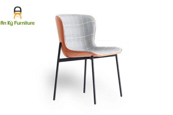 Ghế Cafe Aster 174 của Nội Thất An Kỳ với chân sắt sơn tĩnh điện , mặt ngồi bọc nệm vải da cao cấp