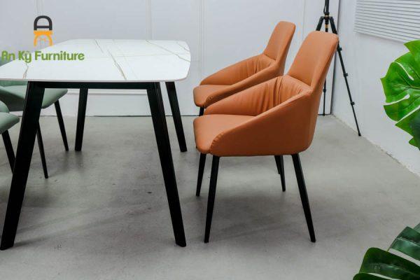 Combo bàn ăn T252131 Của Nội Thất An Kỳ dành cho 4 người 1 bàn 4 ghế với chất liệu chân gỗ beech mặt đá thiêu kết , mặt nệm simili , chân sắt sơn tĩnh điện